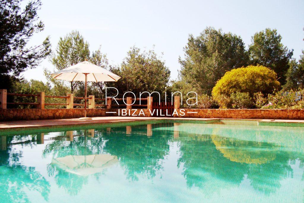 5 pool garden romina ibiza villas for Barcelona pool garden 4