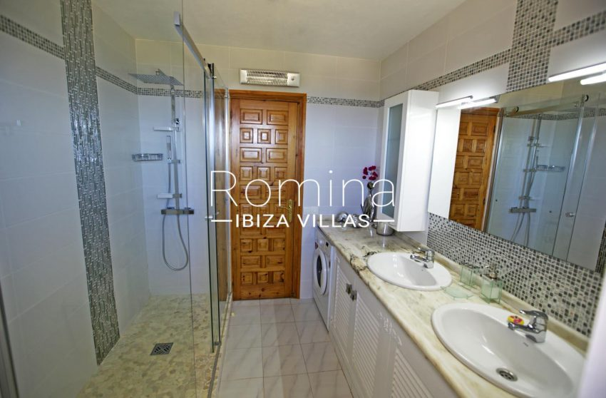 CAN DOMINGO5shower room