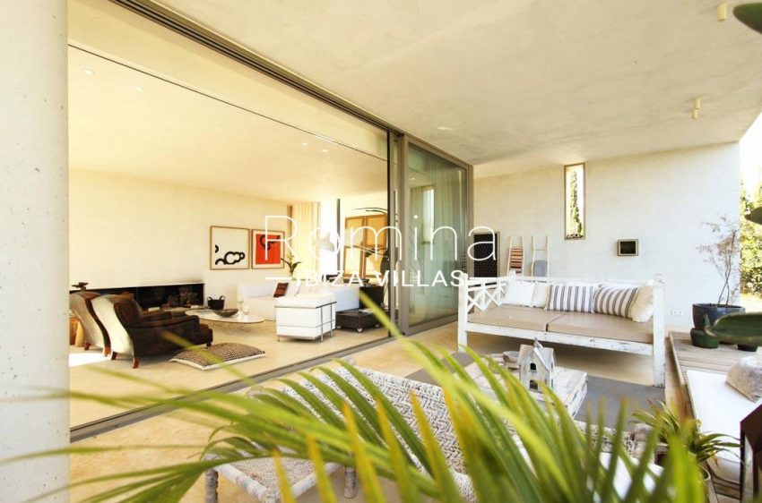 can aloe-2terrace lounge3