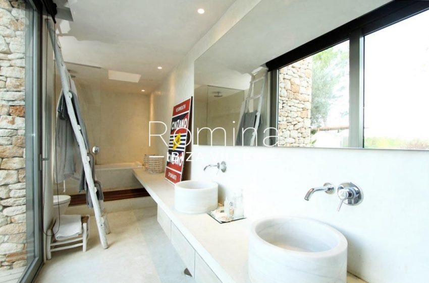 can aloe-5bathroom26