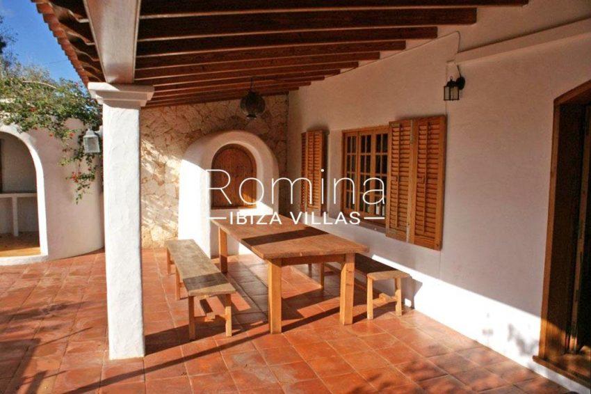 villa santa gertrudis ibiza-2porche dining area