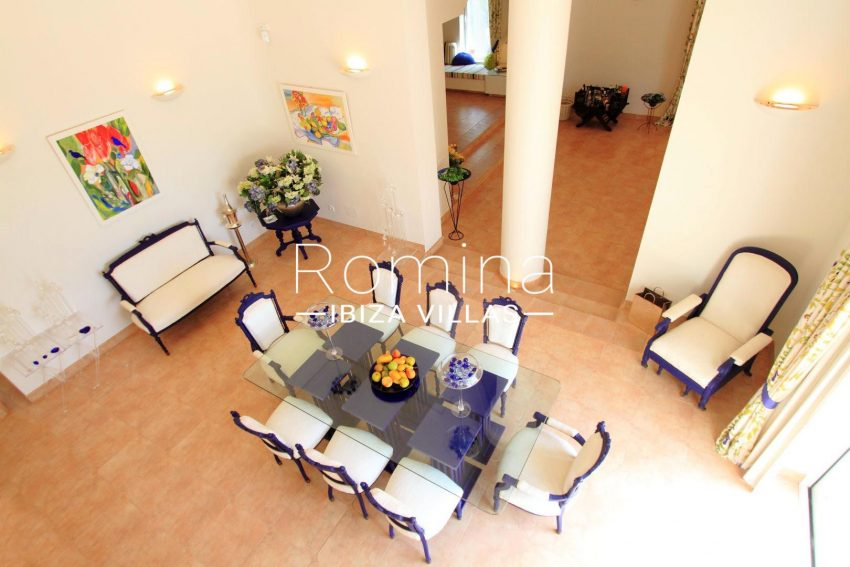 CAN CAMI3dining room from above