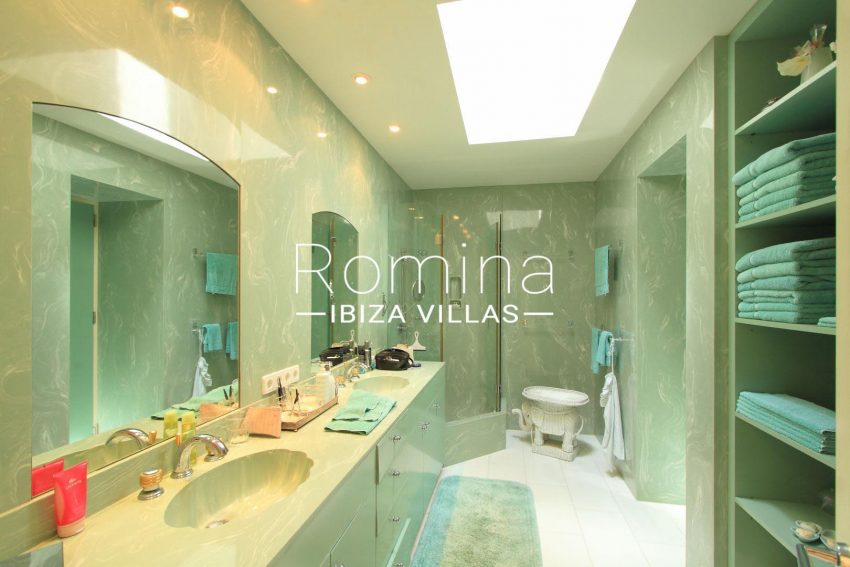 CANCAMI5shower room34