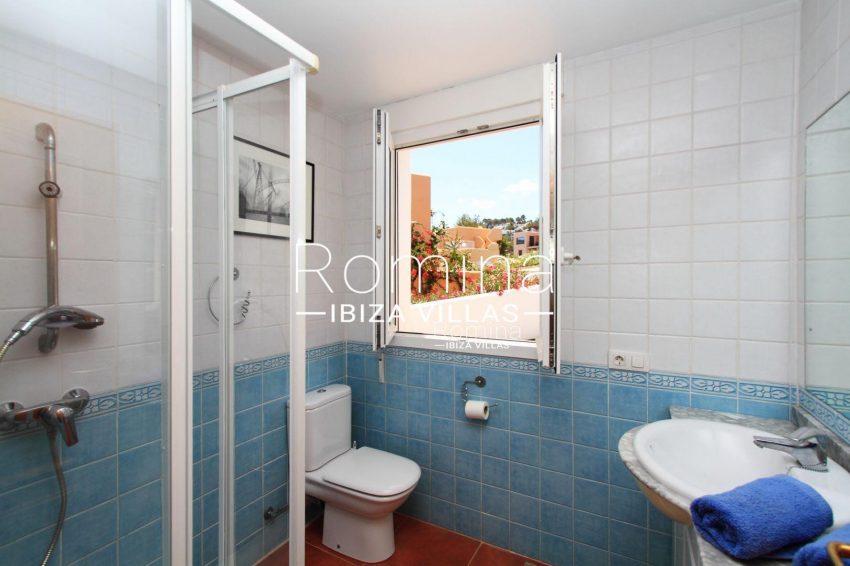 CASA VADELLA VISTAS5blue shower
