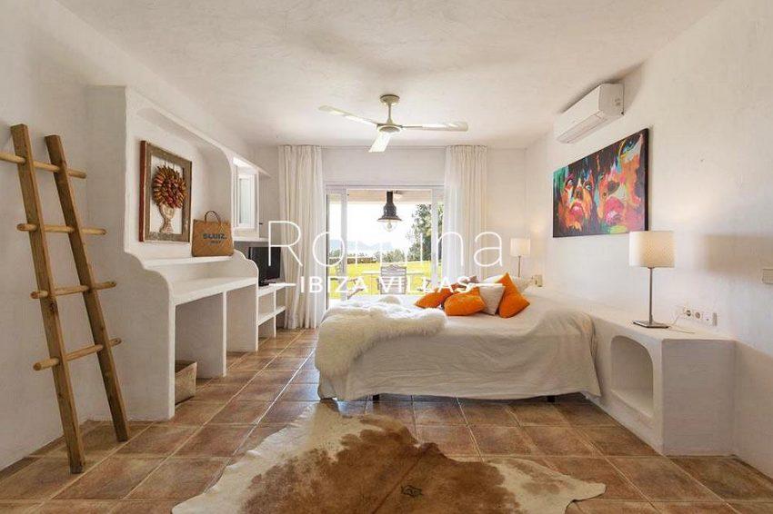 ES TROS4master bedroom terrace
