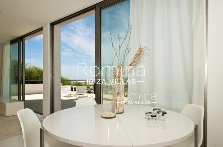 IBIZA PROPERTY VILLA VISTAS3 round modern dining table