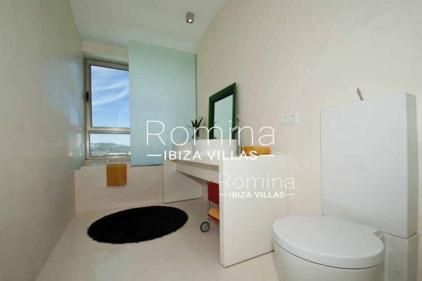 IBIZA PROPERTY VILLA VISTAS5bathroom