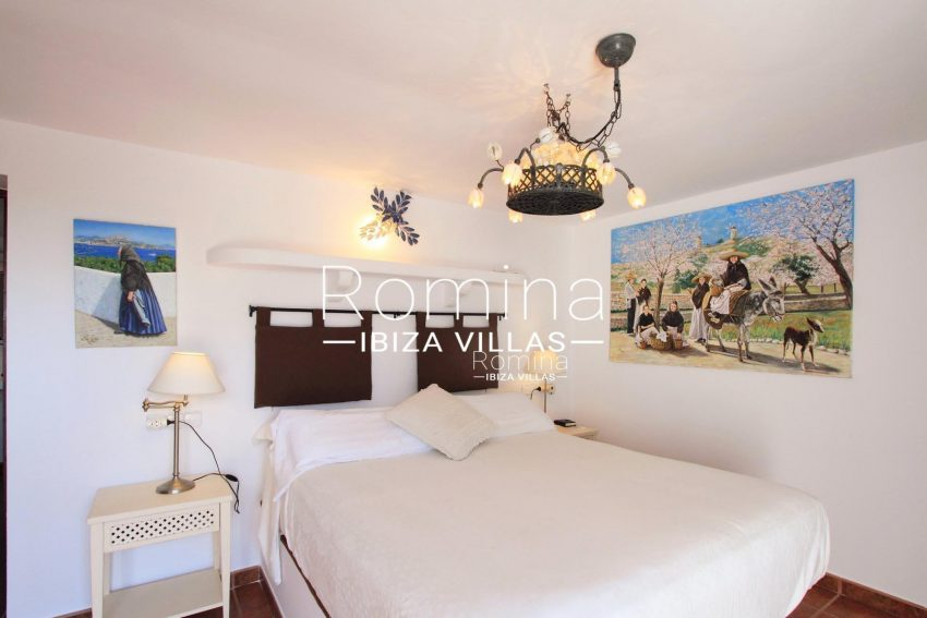 PROPERTY IBIZA VILLA ARCOwhite bedroom1
