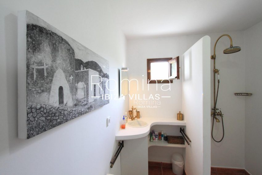 PROPERTY IBIZA VILLA ARCOwhite shower