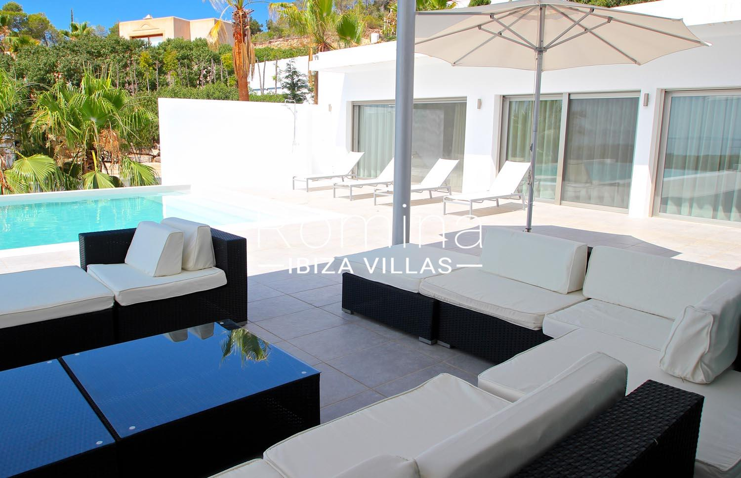 Villa clev2pool terrace lounge romina ibiza villas for Terrace lounge