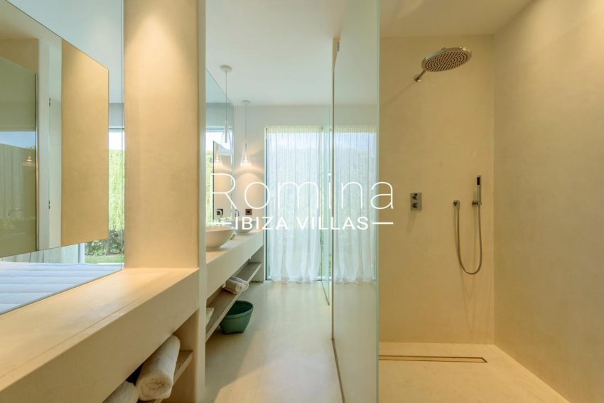 VILLA MODERNA5modern shower room