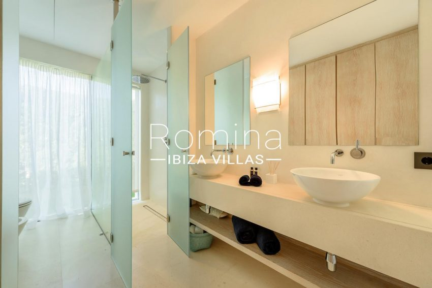 VILLA MODERNA5shower room double sink