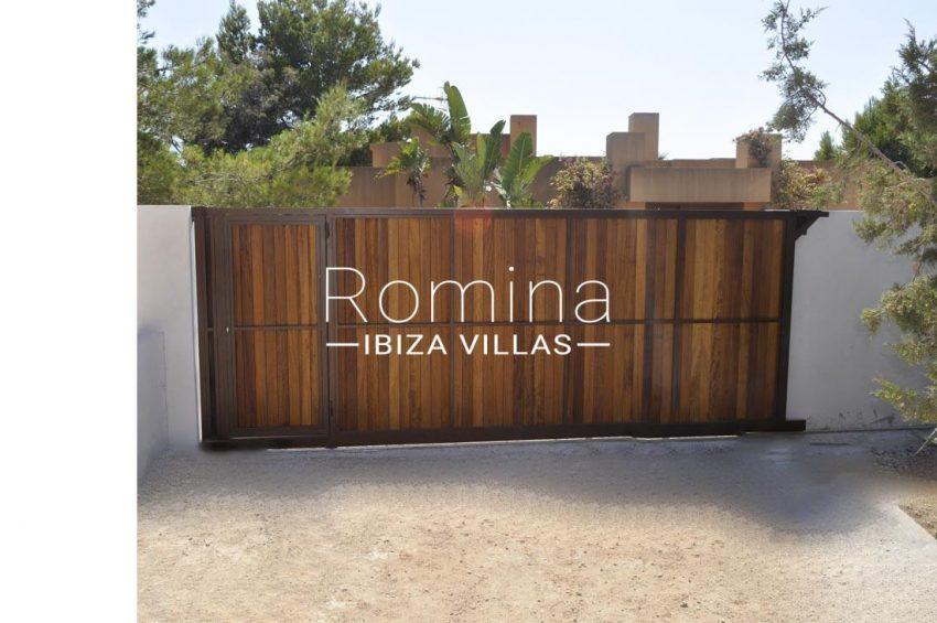 villa real-2entrance gate