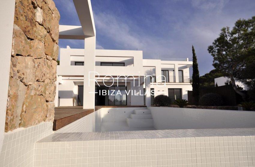villa real-2pool facade