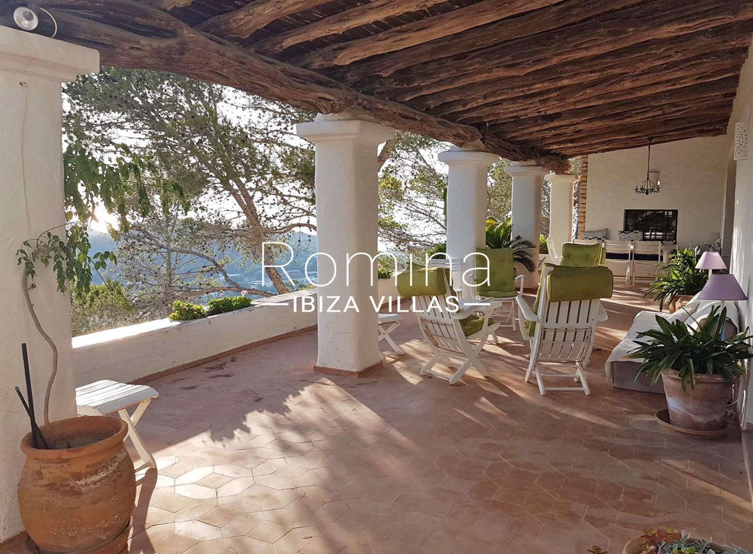 Can vedra2coveered terrace lounge romina ibiza villas for Terrace lounge