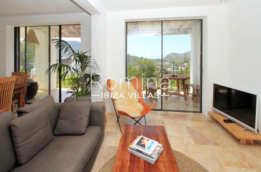 CASA COLINA3living room TV