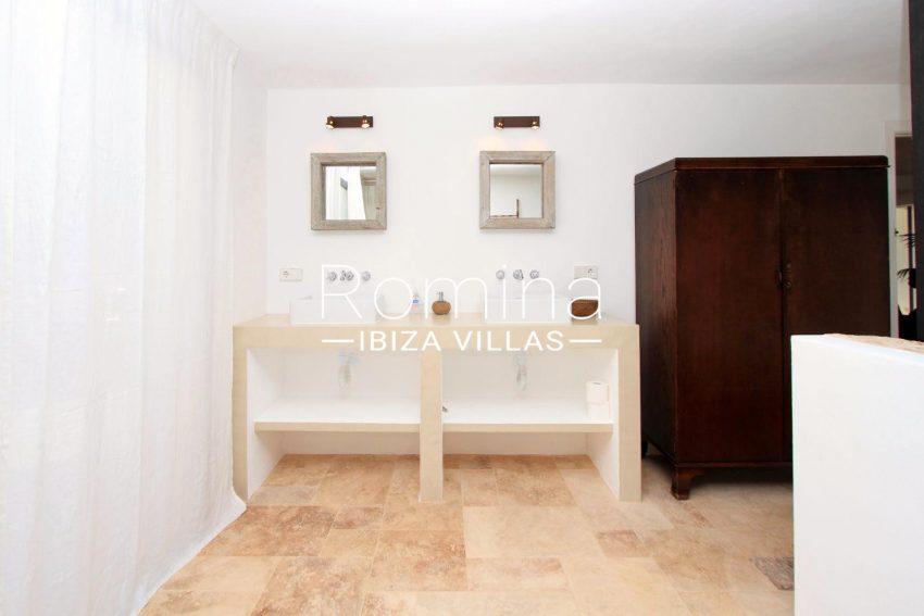 CASA COLINA5lavabos bedroom1