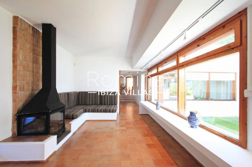 VILLA LHASA3sittiing room stove6