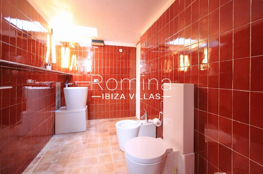 VILLA LHASA5bathroom red
