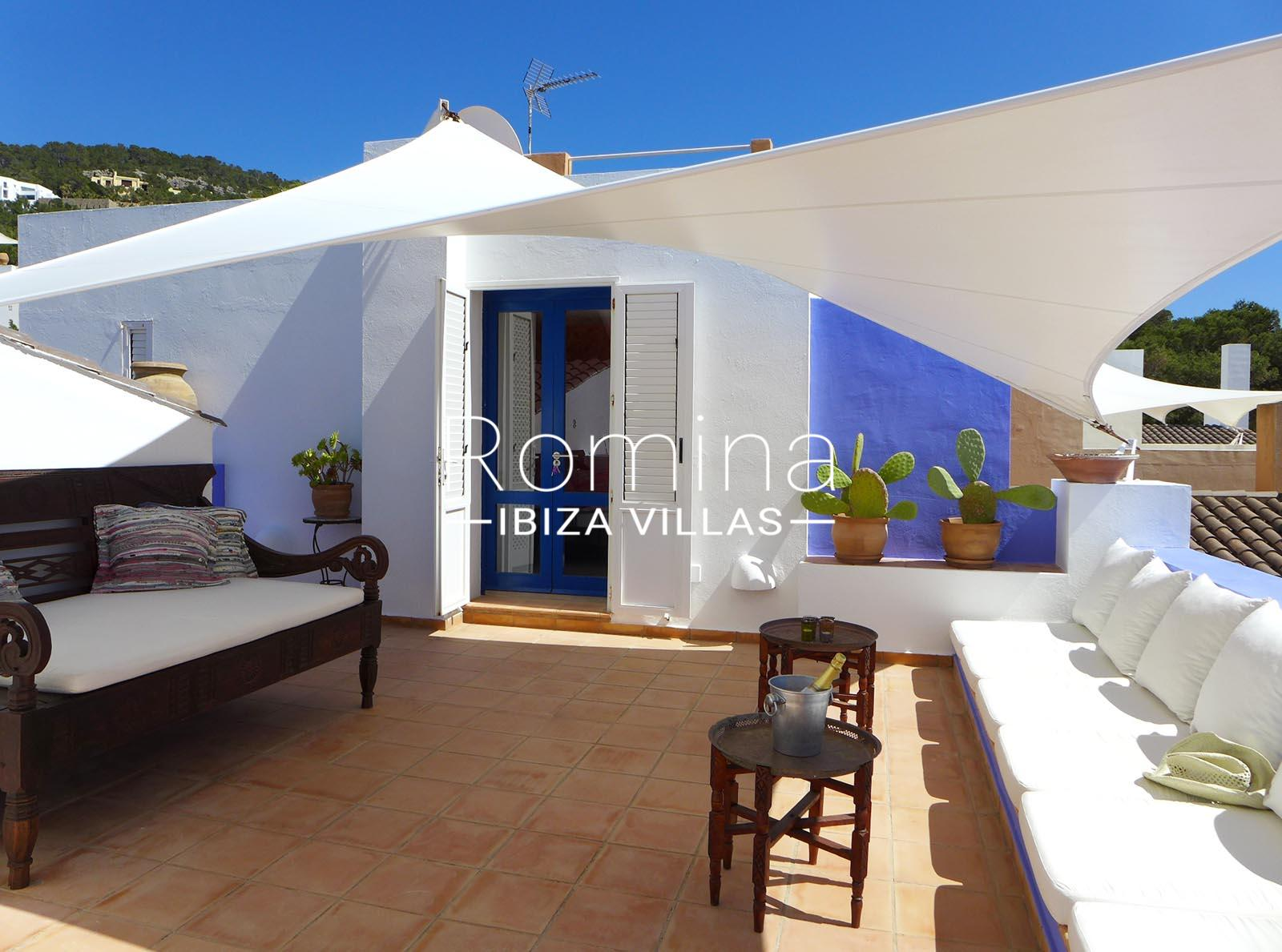 Calo azur ibiza 2upper terrace lounge romina ibiza villas for Terrace lounge