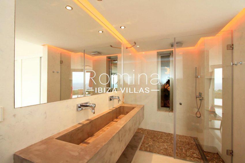 VILLA HEAVEN FIESTA5modern shower room