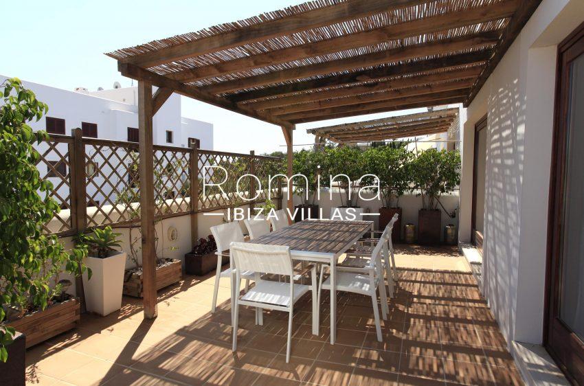 adosado pueblo ibiza - 2pergola terrace dining area