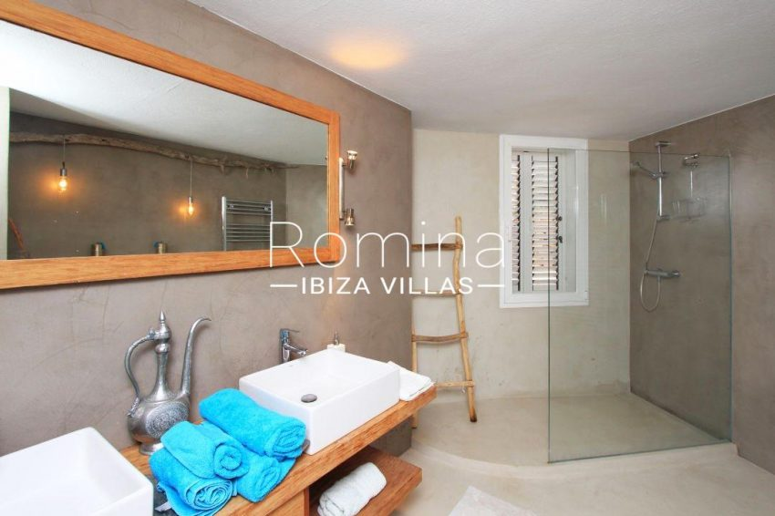 calo verde ibiza-5shower room