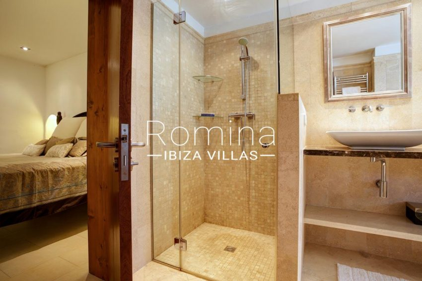 casa roca llisa g ibiza-4bedroom2 adjoining bathroom