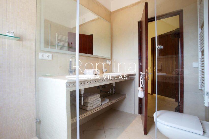 casa roca llisa g ibiza-5bathroom