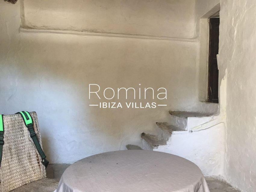 finca antigua ibiza-3sala stairs3