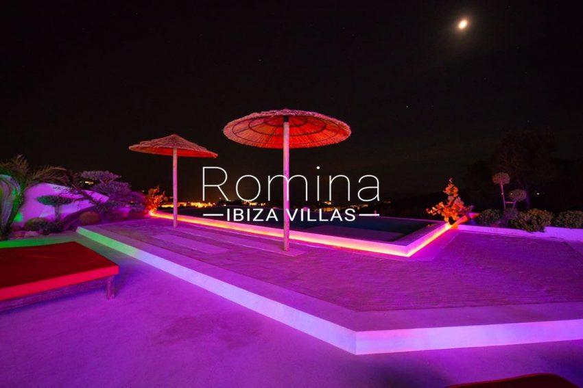 villa heaven fiesta-1pool sea view by night2