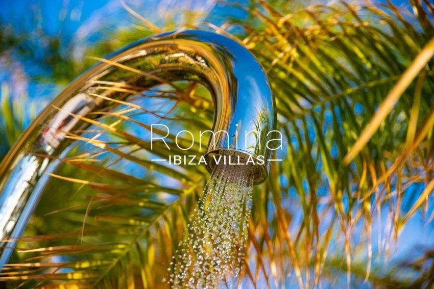 villa heaven fiesta-2outdoorshower detail