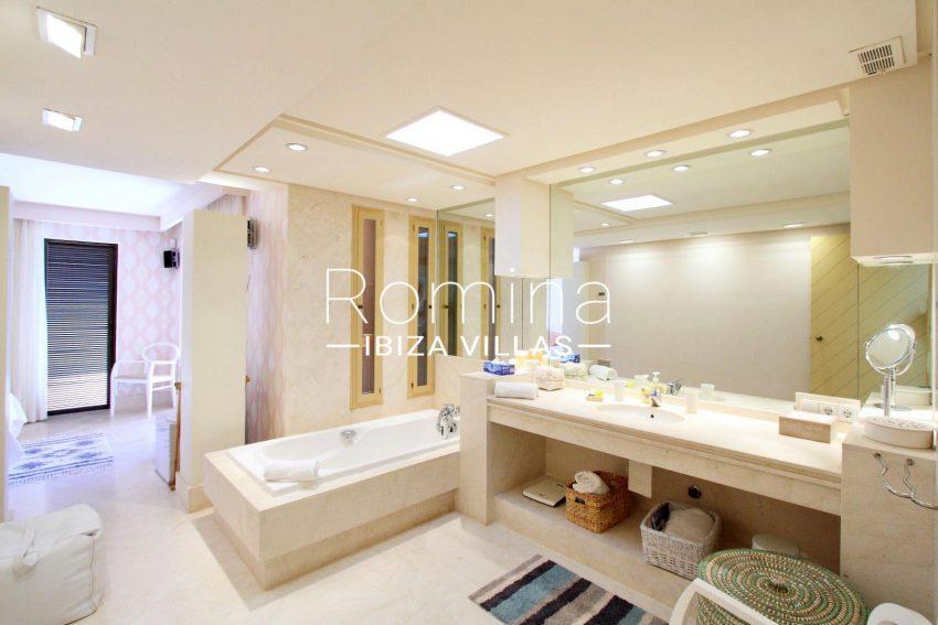 villa kali ibiza-5bathroom