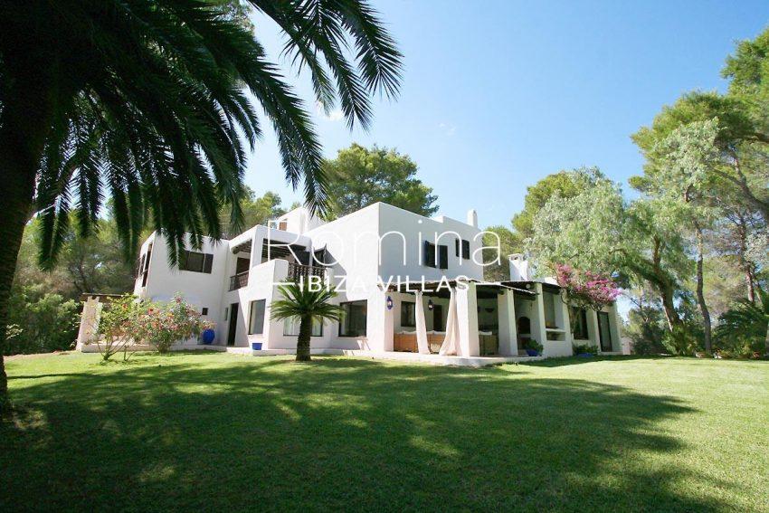 villa rustica ibiza-2garden facade