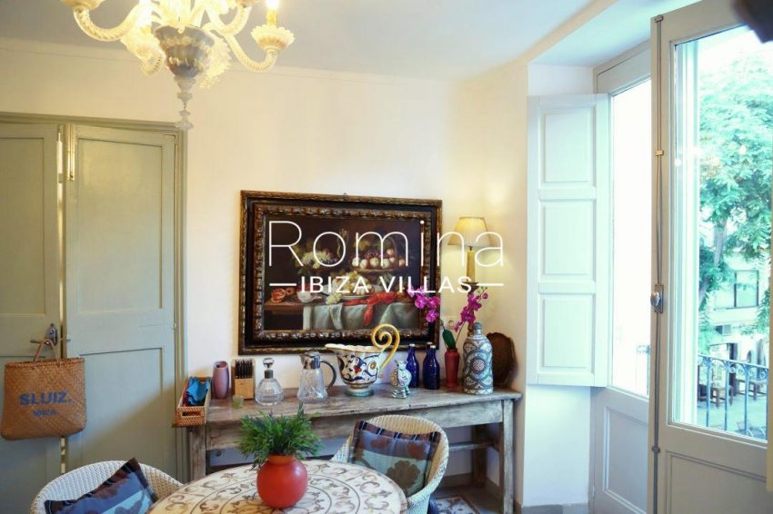 apartamento mercat vell-.3dining area kitchen6