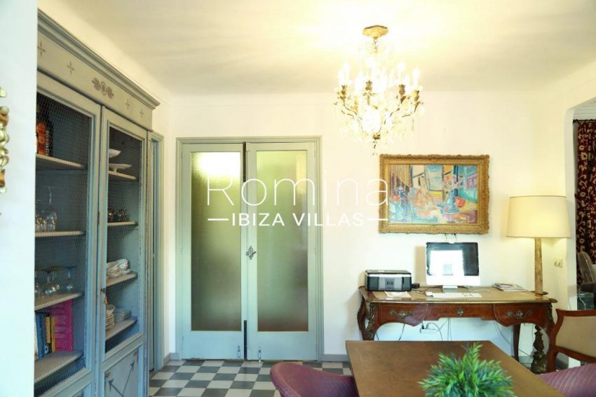 apartamento mercat vell-.3dining room desk4