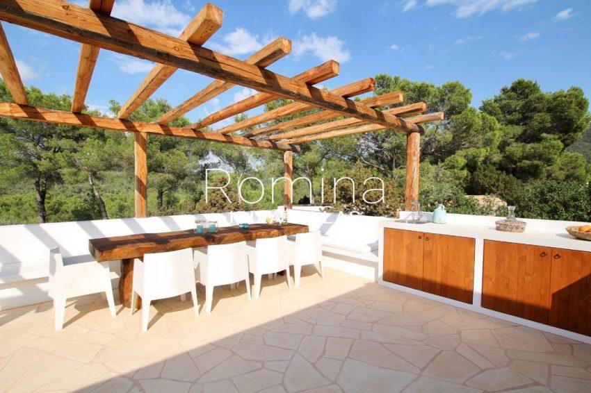 villa corazon-2pergola terrace dining area
