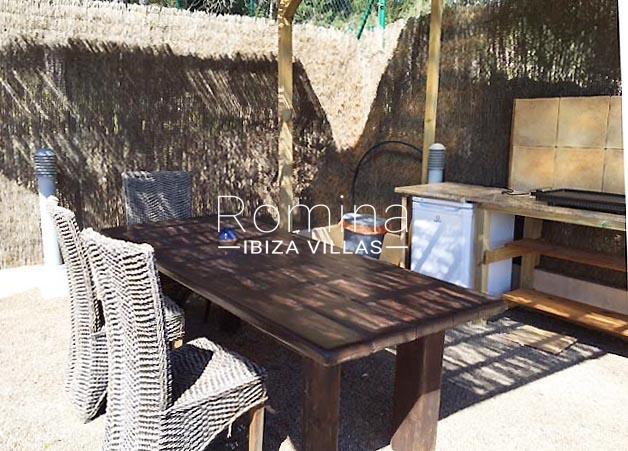 casa llonga P-2BBQ dining area