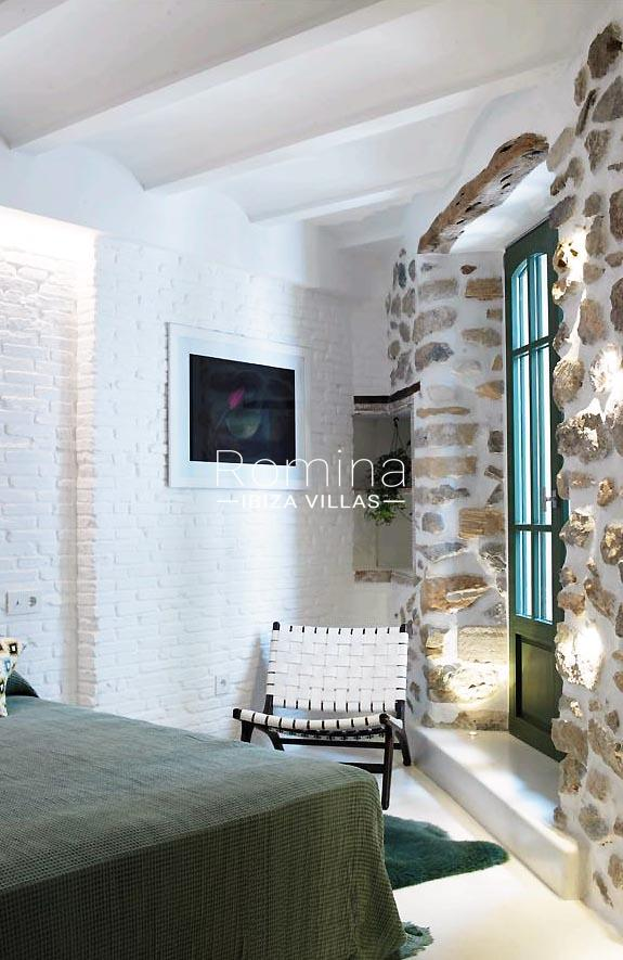casa marina-4bedroom stone wall