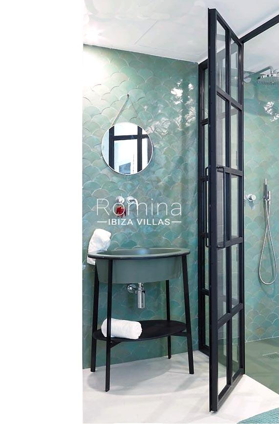 casa marina-5shower room