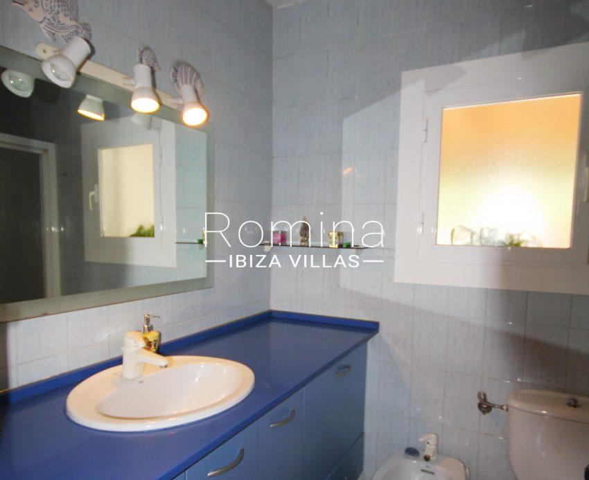 casa alaia ibiza-5bathroom