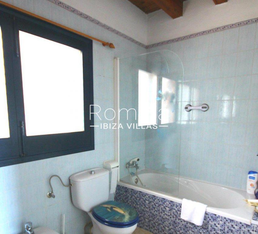 casa alaia ibiza-5bathroom2