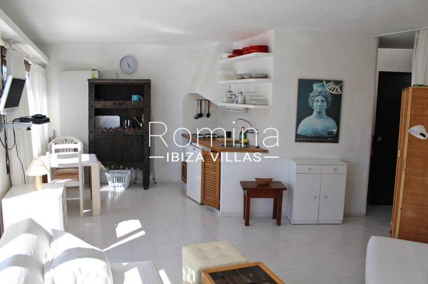 casa erro-3living room kitchenette