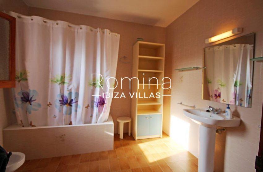 casa harana-5bathroom2