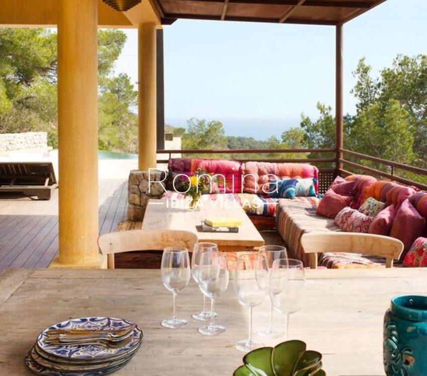 villa jaink-1terrace banquettes sea view2