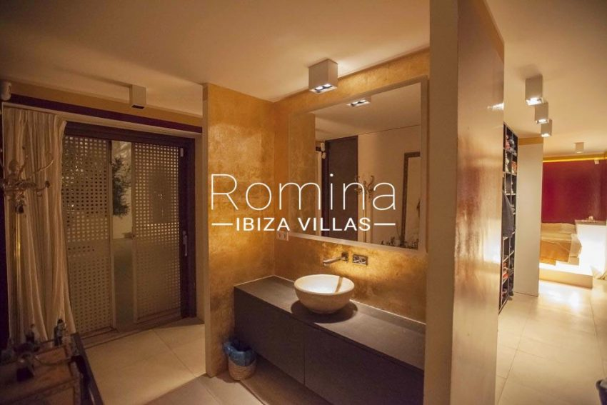 villa stella-5bathrom washbasins