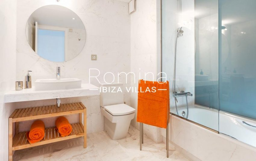 atico royal beach ibiza-5bathroom