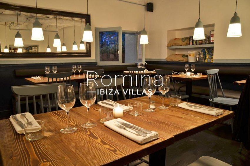 can graner ibiza-3restaurant tabls mirror