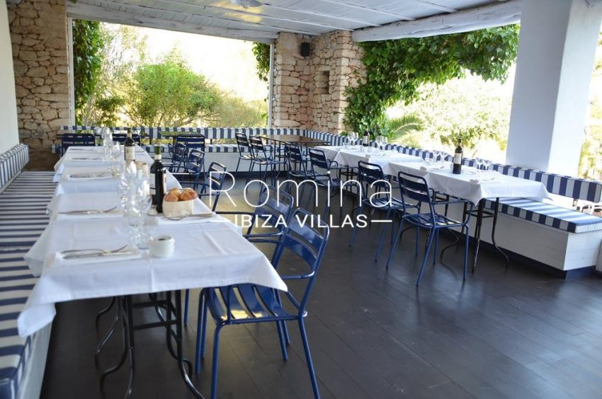 can graner ibiza-pergola terrace tables
