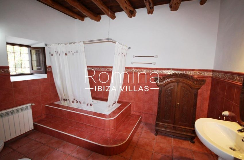 casa dorrea ibiza-5bathroom2